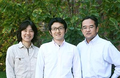 (l to r) Mitsuko Watabe-Uchida, Hideyuki Matsumoto, and Naoshige Uchida (not shown Ju Tian)